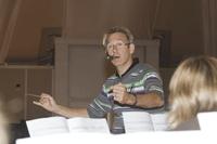 Peter Kleine Schaars hat sein Orchester im Griff