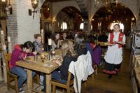 Die Teilnehmer beim Mittagessen